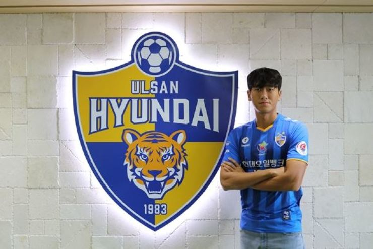 Ulsan Hyundai FC's midfielder Won Du-jae poses at the team's club house in Ulsan, April 7. / Courtesy of Ulsan Hyundai FC