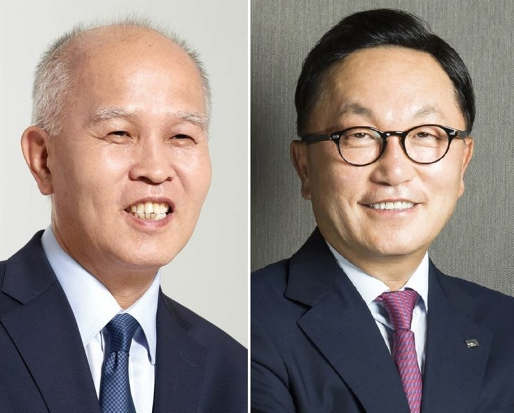 Rep. Lee Yong-woo of the ruling Democratic Party of Korea, left, and Mirae Asset Financial Group founder Park Hyeon-joo / Korea Times files