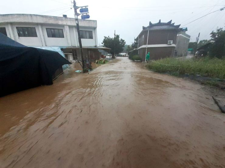 A flooded village in Chungju, North Chungcheong Province, Sunday. / Yonhap