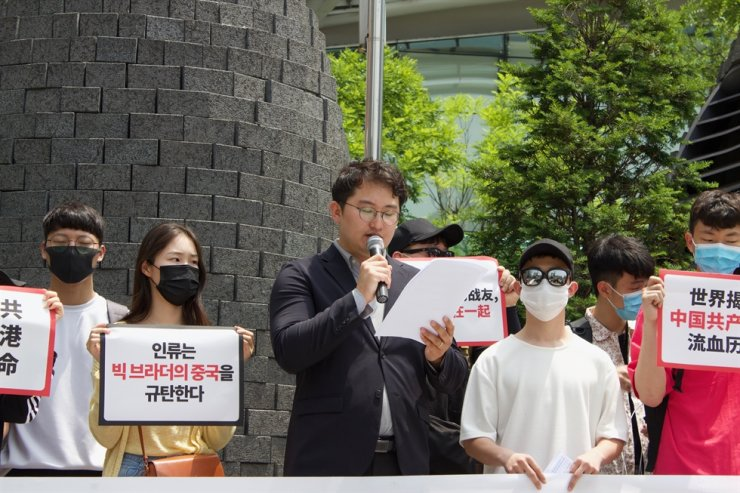 The students launched a rally near Gangnam Station in southern Seoul last year. They mocked President Moon for his China-first policy, claiming his policy priority undermined South Korea-U.S. alliance. / Courtesy of Jeondaehyup