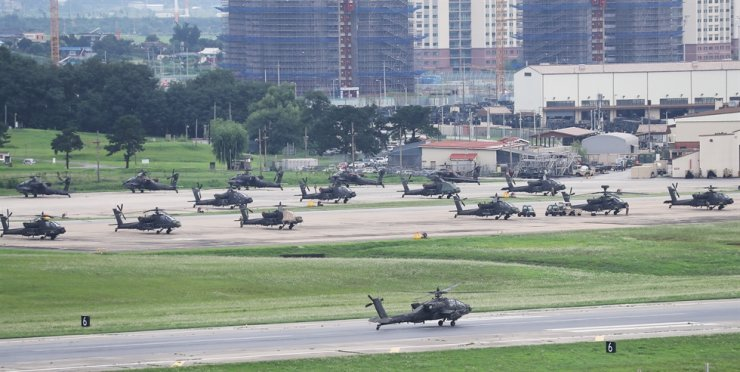 Helicopters are parked inside the U.S. Army Garrison Humphreys in Pyeongtaek, Gyeonggi Province, Tuesday. According to sources, Korea and the U.S. will hold the joint military exercise from Aug. 16 to 28, after carrying out a preliminary Crisis Management Staff Training drill for four days from Tuesday. Yonhap