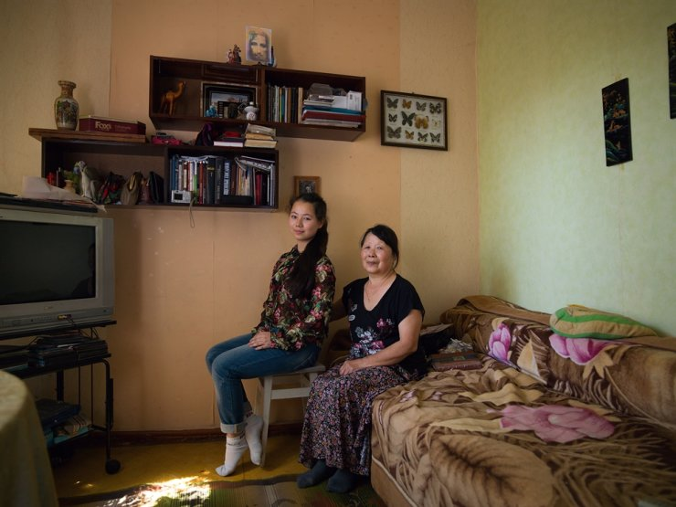 Ko Alla, right, in her 70s, poses with her granddaughter at their home near the Ukrainian capital city of Kiev. Ko's late mother was from Pyongyang and moved to Sakhalin after a family member was killed by a Japanese soldier. / Courtesy of Jung Sun-tae