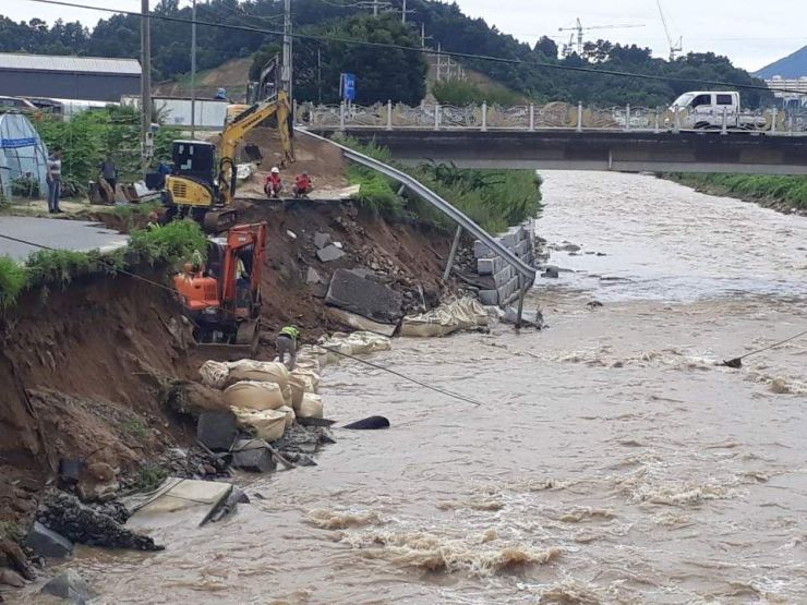 A destroyed river bank in Geumsan, South Chungcheong Province, Sunday. / Yonhap