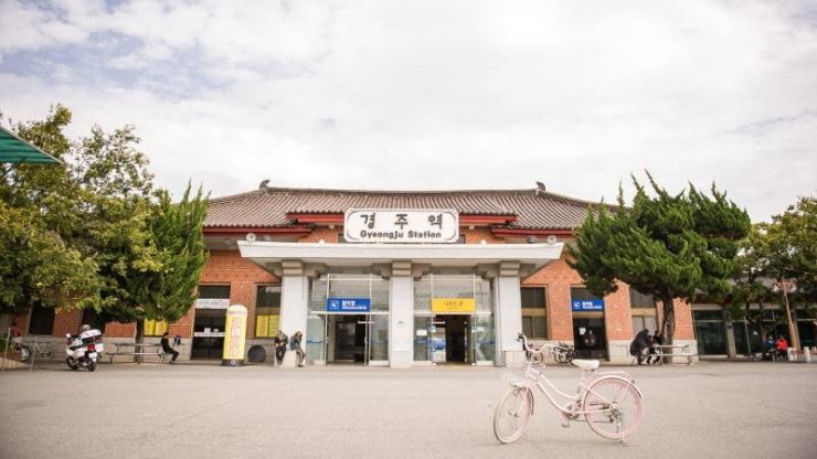 A bicycle is parked in front of Gyeongju Station. / Courtesy of Korea Tourism Organization