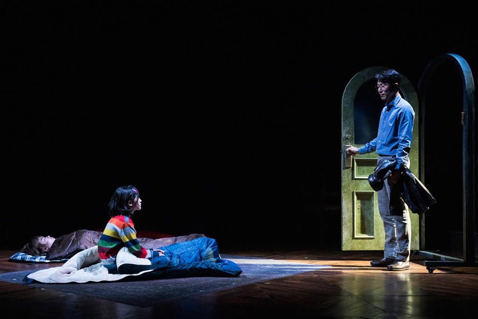 From left, Bruce Bechdel (played by Choi Jae-woong), Adult Alison (Bang Jin-ui) and Small Alison (Yoo Si-hyun) in a scene from the musical 'Fun Home' / Courtesy of Dal Company