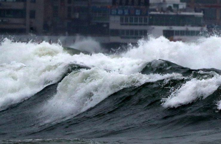 Surging waves barrel toward Haeundae Beach in Busan, Monday. Yonhap