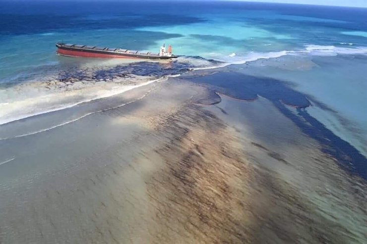 This photo taken and provided by Georges de La Tremoille of Mu Press shows oil leaking from the MV Wakashio, a bulk carrier ship that recently ran aground off the southeast coast of Mauritius, Friday, Aug. 7, 2020. The Indian Ocean island of Mauritius declared a state of environmental emergency late Friday after a Japanese-owned ship that ran aground offshore days ago began spilling tons of fuel. /AP