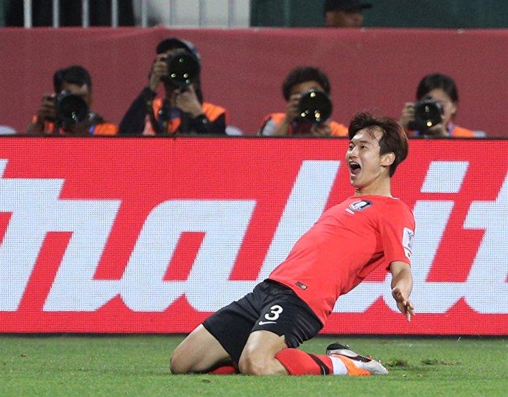 South Korean international defender Kim Jin-su celebrates after scoring an overtime goal during the AFC Asian Cup match in the round of 16 against Bahrain at the Maktoum Bin Rashid Al Maktoum Stadium in Dubai, Jan. 22, 2019. / Yonhap