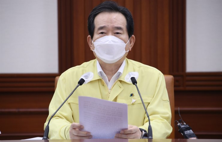 Prime Minister Chung Sye-kyun speaks during Friday's central disaster safety countermeasures meeting at Government Complex Seoul in Jongno-gu District. Yonhap