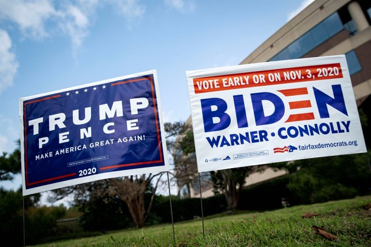 Yard signs supporting U.S. President Donald Trump and Democratic U.S. presidential nominee and former Vice President Joe Biden are seen outside of an early voting site at the Fairfax County Government Center in Fairfax, Virginia, U.S., September 18, 2020. /REUTERS
