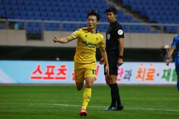 Gwangju FC winger Eom Won-sang celebrates after scoring an equalizer during the K League 1 game against Ulsan Hyundai at the Gwangju World Cup Stadium, May 30. / Courtesy of Gwangju FC