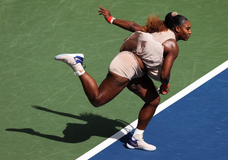 Serena Williams of the United States serves the ball during her Women's Singles fourth round match against Maria Sakkari of Greece on Day Eight of the 2020 US Open at the USTA Billie Jean King National Tennis Center in the Queens borough of New York City, Monday. / AFP-Yonhap