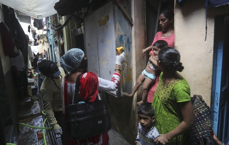 A health worker screens people for symptoms of COVID-19 in Dharavi, one of Asia's biggest slums, in Mumbai, India, Tuesday, Sept. 8, 2020. India's coronavirus cases are now the second-highest in the world and only behind the United States. /AP