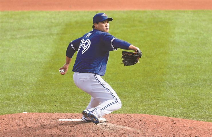 Ryu Hyun-jin of the Toronto Blue Jays winds up to deliver a pitch against the New York Mets during the third inning at Sahlen Field on Sunday in Buffalo, New York. / AFP-Yonhap