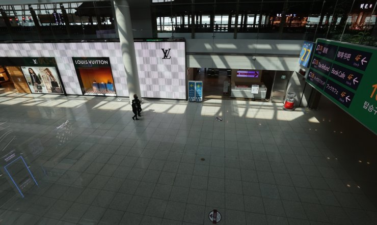 Seen is a duty-free store at Incheon International Airport, Tuesday. / Yonhap