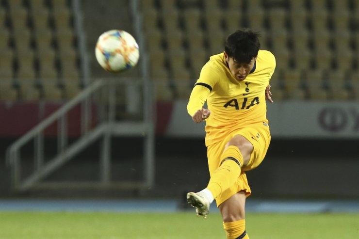 Tottenham's Son Heung-min kicks the ball during a Europa League third qualifying round football match between Shkendija and Tottenham at the National Arena Todor Proeski in Skopje, North Macedonia, Thursday. / AP-Yonhap