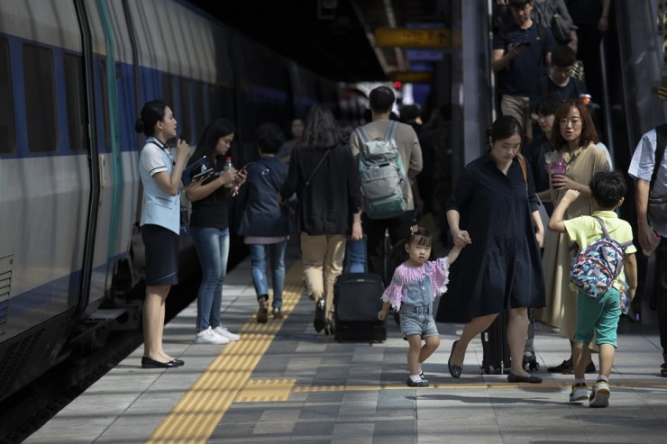 People are on the move at Seoul Station as they depart for their hometowns during the Chuseok holiday in this photo taken last September. Millions of Koreans usually travel across the country to visit relatives during one of the nation's biggest annual celebrations, but this tradition could face changes this year due to the COVID-19 pandemic. / Korea Times photo by Choi Won-suk
