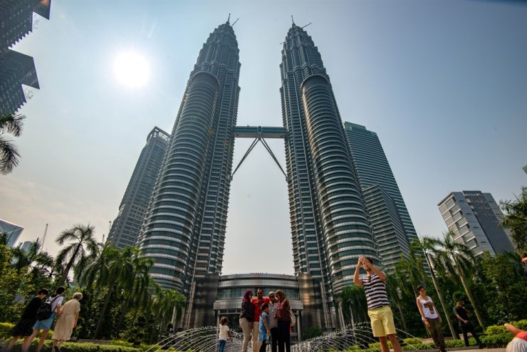 Malaysia will ban entry to people from countries with more than 150,000 coronavirus cases. (Photo by Chong Voon Chung/Xinhua)