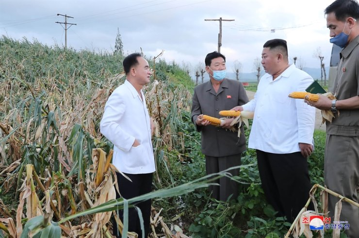 North Korean leader Kim Jong-un, second from right, visits areas in South Hwanghae Province that were affected by Typhoon Bavi, according to North Korea's Korea Central News Agency on Aug. 28. Yonhap