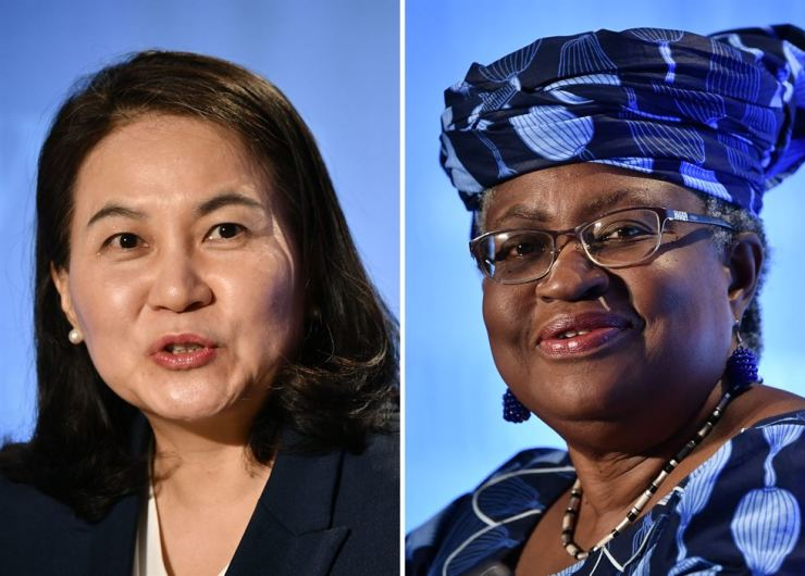 This combination of file pictures created on Oct. 7 shows South Korean Trade Minister Yoo Myung-hee, left, in Geneva on July 16; and Nigerian former Foreign and Finance Minister Ngozi Okonjo-Iweala in Geneva, July 15, as they give press conferences as part of their application process to head the WTO as director-general. AFP-Yonhap