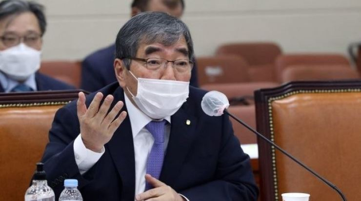 Financial Supervisory Service Governor Yoon Suk-heun speaks at an audit of the agency at the National Assembly on Yeouido, Seoul, Tuesday. / Yonhap