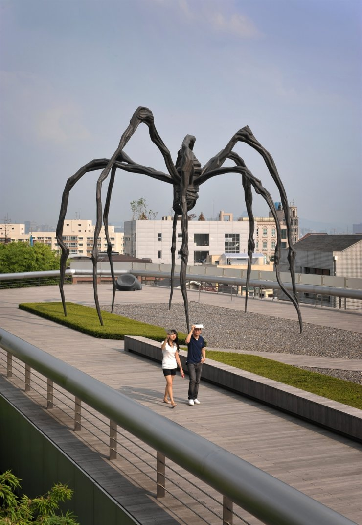 Louise Bourgeois's 'Maman' is installed at the Leeum, Samsung Museum of Art, founded by the late Lee Kun-hee. Korea Times file