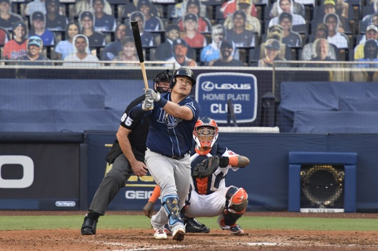 Tampa Bay Rays' Choi Ji-man hits a home run against the Houston Astros during Game 5 of Major League Baseball's American League Championship Series at Petco Park in San Diego, California, on Oct. 15. Yonhap