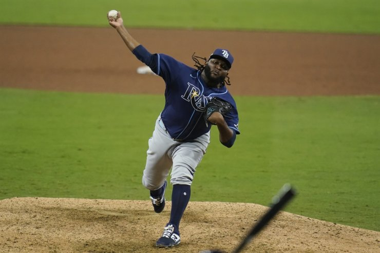 Tampa Bay Rays pitcher Diego Castillo pitches during the ninth inning in Game 3 of a baseball American League Championship Series in San Diego, Tuesday. The Rays defeated the Astros 5-2 to lead the series 3-0 games. / AP-Yonhap