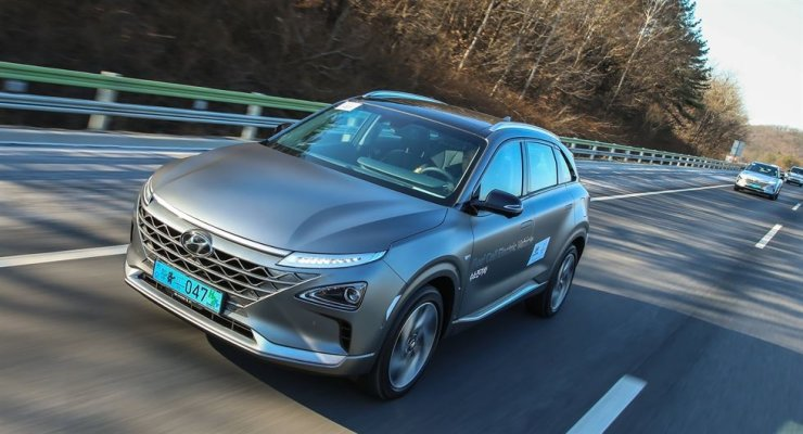 The 2018 Hyundai Motor NEXO hydrogen fuel-cell electric vehicle on the highway to PyeongChang, Gangwon Province, Monday. Courtesy of Hyundai Motor