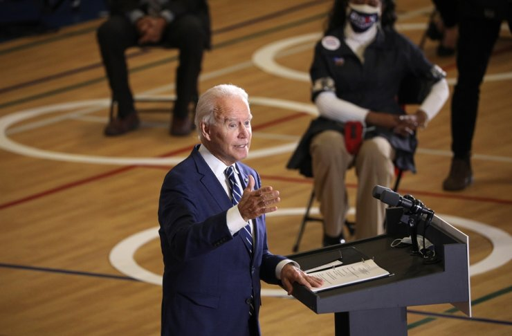 U.S. Democratic presidential candidate Joe Biden delivers remarks on health care at the Beech Woods Recreation Center in Southfield, Michigan, Oct. 16. REUTERS-Yonhap