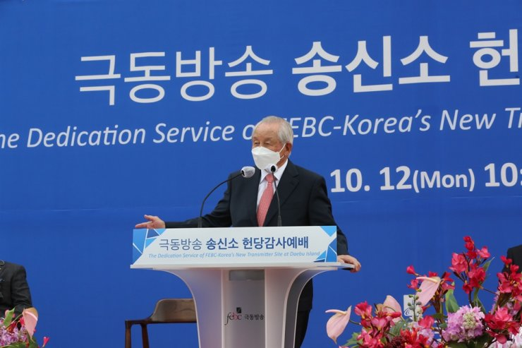 Dr. Billy Kim, chairman of FEBC-Korea, pose during a dedication service for FEBC-Korea's new transmitter site on Daebu Island off Ansan City, Gyeonggi Province, Monday. Courtesy of FEBC-Korea