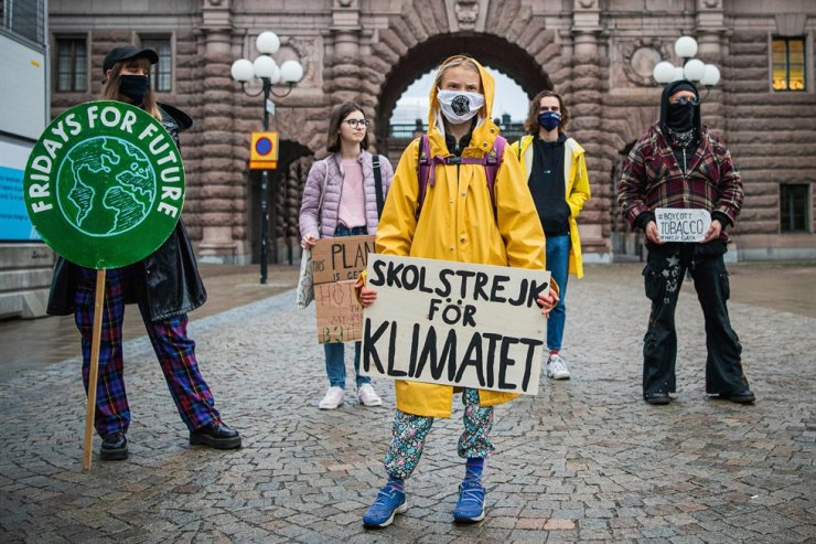 Swedish climate activist Greta Thunberg protests with demonstrators during a 'Fridays for Future' protest in front of the Swedish Parliament Riksdagen in Stockholm on October 9, 2020. AFP-Yonhap