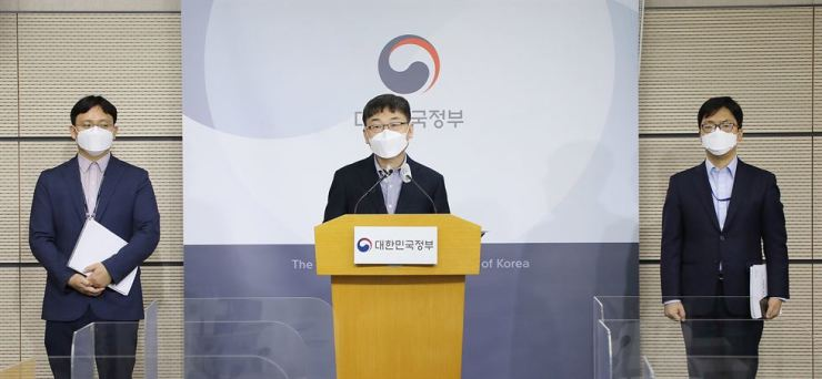 A ministry official holds a briefing on the OECD report on governments' digital capability, Friday. Yonhap