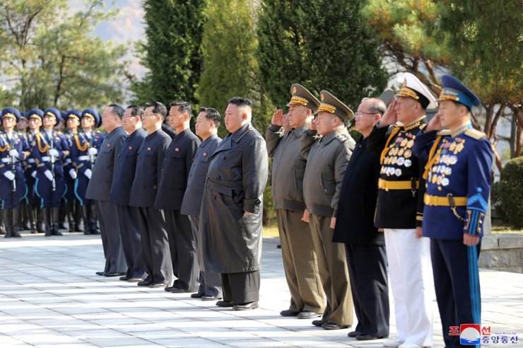 North Korean leader Kim Jong-un and his officials visit 'the martyrs of the Chinese People's Volunteers' in Hoechang County, South Pyongan Province, state media said Thursday. Yonhap