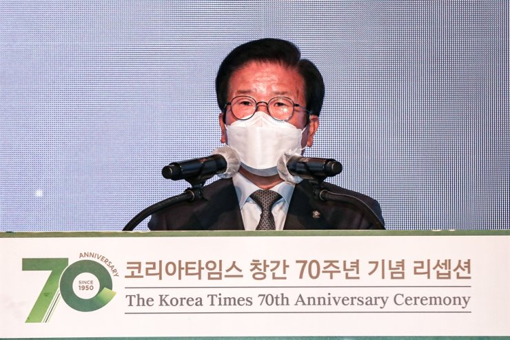 National Assembly Speaker Park Byeong-seug gives a congratulatory speech during The Korea Times' 70th anniversary ceremony at the Lotte Hotel Seoul, Thursday. Korea Times photo by Shim Hyun-chul