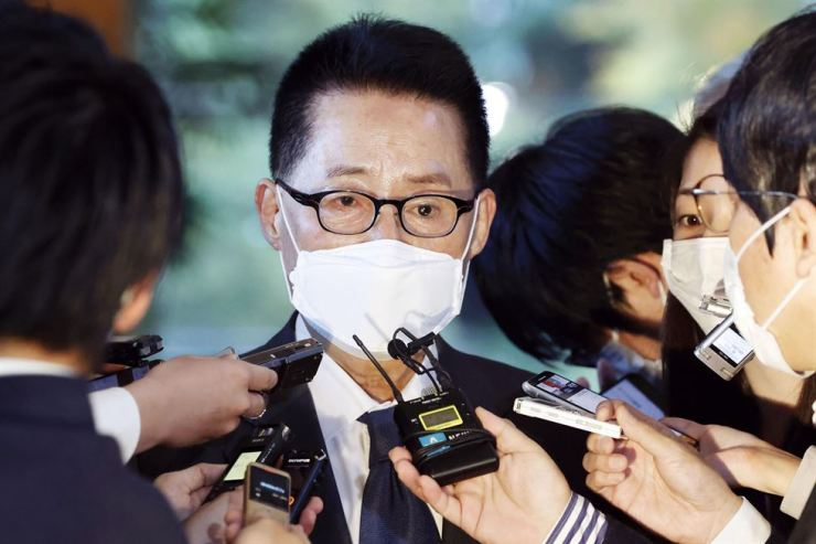 South Korea's National Intelligence Service Director Park Jie-won is surrounded by journalists after meeting with Japanese Prime Minister Yoshihide Suga at the prime minister's office in Tokyo Tuesday, Nov. 10. AP-Yonhap