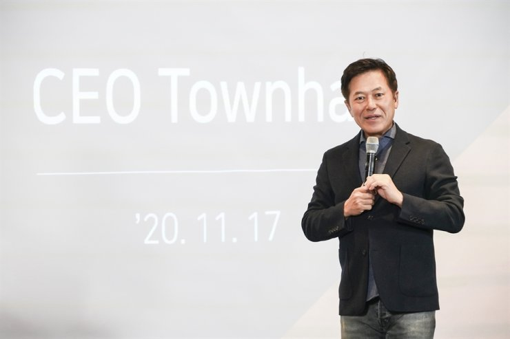 SKT CEO Park Jung-ho speaks in a meeting with executives and employees on innovating ways of working that was held both offline and online, at the telecommunications company's headquarters in central Seoul, Tuesday. / Courtesy of SKT