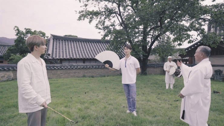 Shownu and Kihyun of Monsta X visit the Route of Golden Era as part of promoting the Visit Korean Heritage Campaign. Courtesy of Korea Cultural Heritage Foundation