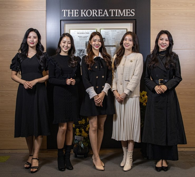 Miss Korea winners at Korea Times: The finalists of the 2020 Miss Korea pageant visited The Korea Times on Friday. From left are Lee Hwa-in, Ryu Seo-byn, Miss Korea 2020 Kim Hye-jin, Jeon Hye-ji and Jun Yeon-ju. They paid a courtesy visit to The Korea Times President-Publisher Oh Young-jin, not in this photo. / Korea Times photo by Shim Hyun-chul