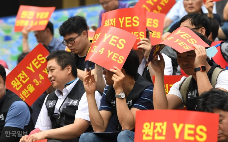 In July 2019, protesters in front of the Sejong Center for the Performing Arts in Seoul's Jongno District demand keeping nuclear power generation in South Korea and resuming the halted construction of Shin Hanul nuclear reactors 3 and 4 in North Gyeongsang Province's Uljin County. Korea Times file