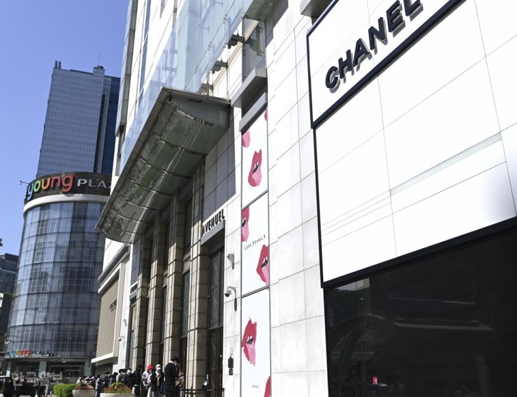 The Chanel boutique at Lotte Department Store in Myung Dong, Seoul / Korea Times file