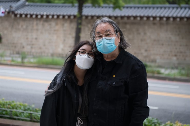 Hahn Dae-soo poses in Seoul with his daughter Michelle. / Courtesy of Cho Sang-ho