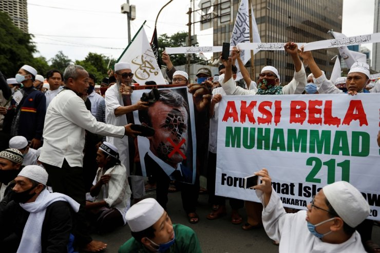 People gather during a protest against the comments of French President Emmanuel Macron considered insulting to the Prophet of Muhammad and Muslims, on the main road near the French Embassy in Jakarta, Nov. 2, 2020. Reuters