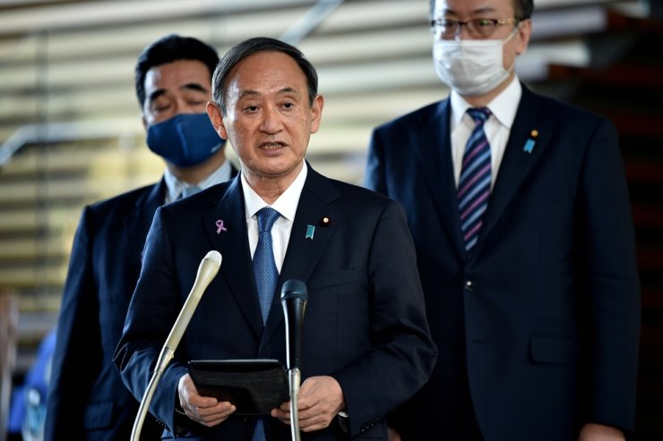 Japanese Prime Minister Yoshihide Suga speaks during a press conference in Tokyo, Nov. 16, after talks with International Olympic Committee President Thomas Bach. They reaffirmed the hosting of the Tokyo Olympics, which have been delayed due to the COVID-19 pandemic, in July 2021. Reuters-Yonhap