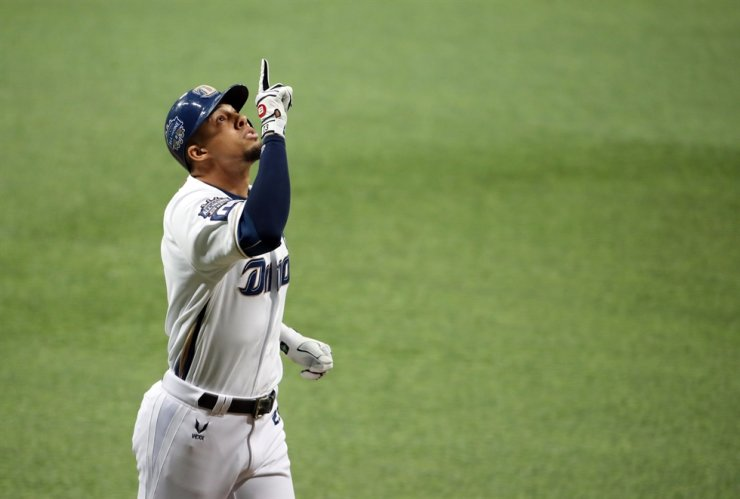 Aaron Altherr of the NC Dinos celebrates after hitting a three-run home run during Game 1 of the Korean Series at Gocheok Sky Dome in Seoul, Tuesday. / Yonhap