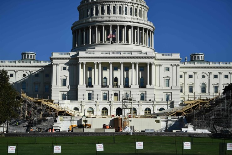 The presidential inaugural platform is under construction in front of the U.S. Capitol in Washington, D.C., Nov. 9. The U.S. House of Representatives plans to vote on two resolutions emphasizing the Korea-U.S. alliance this week. AFP-Yonhap