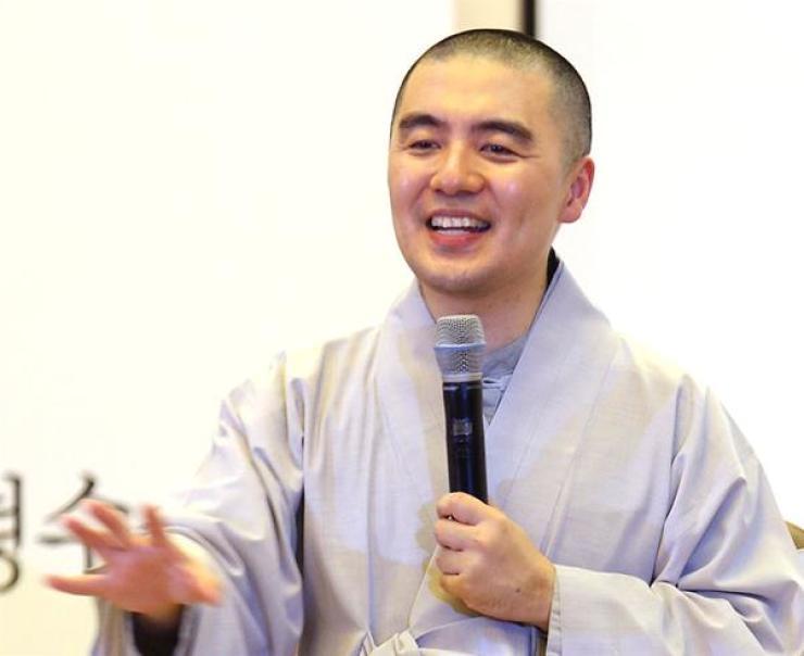 Popular Buddhist monk and author Haemin Sunim / Yonhap