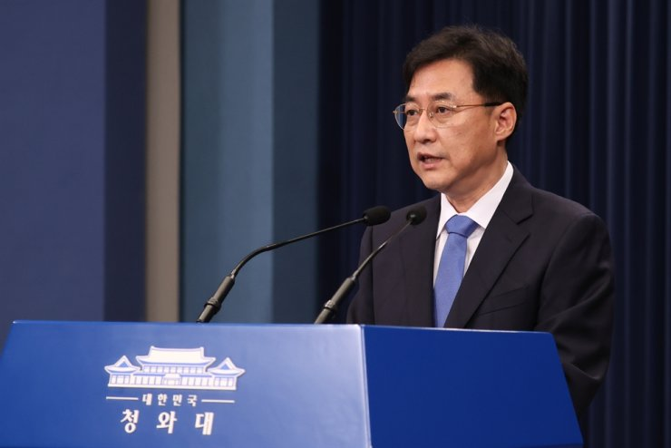 Cheong Wa Dae spokesman Kang Min-seok debriefs on Nov. 17 about the Asia-Pacific Economic Cooperation's ministerial meeting which took place virtually a day before. Yonhap