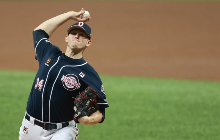 Doosan Bears pitcher Chris Flexen throws a pitch during the first inning of the Game 2 of 2020 Korean Series of Korea Baseball Organization League against NC Dinos at Gocheok Sky Dome in Seoul's Guro District on Nov. 18. Yonhap