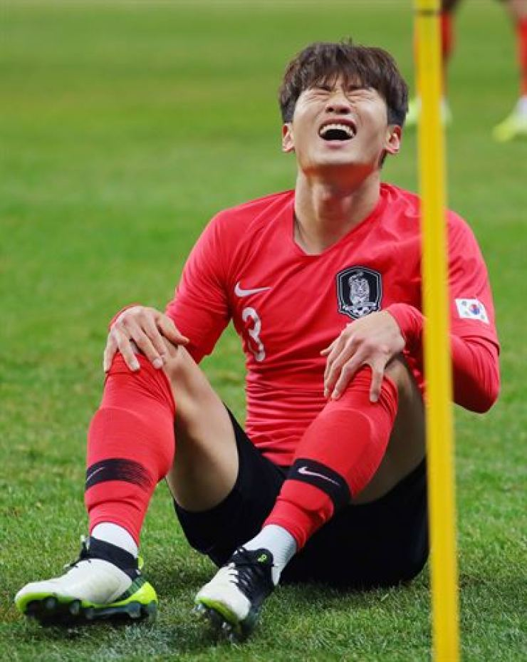 South Korea's Kim Jin-su suffers from an injury during a match against Japan at Busan Asiad Stadium in December last year during the 2019 East Asian Football Championship. Yonhap